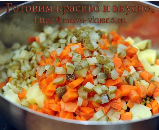 Порезанные овощи складываем в миску.