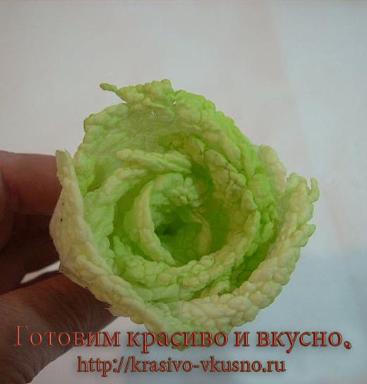 Розы из пекинской капусты.