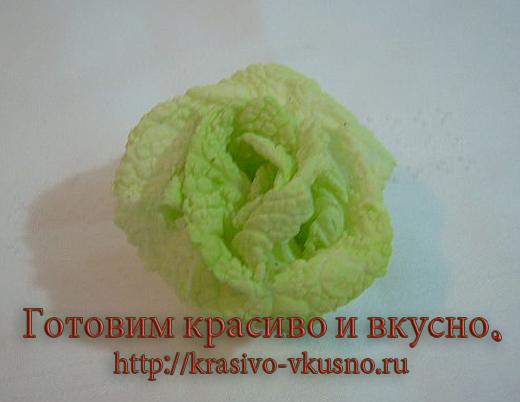 Роза из пекинской капусты.