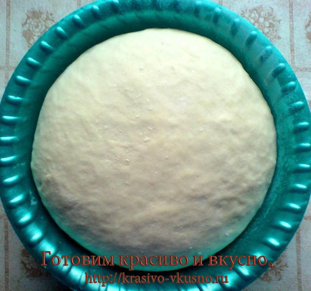 пирожки с луком и яйцами.