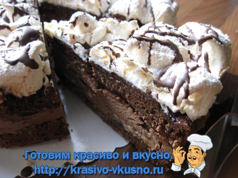 Вкусный шоколадный торт.