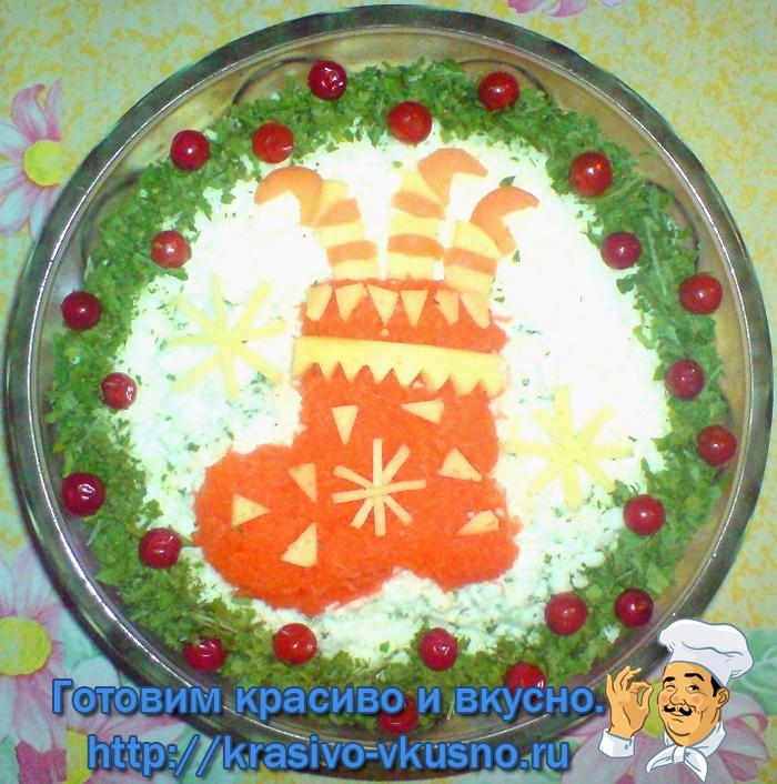 Варианты новогоднего украшения салата.