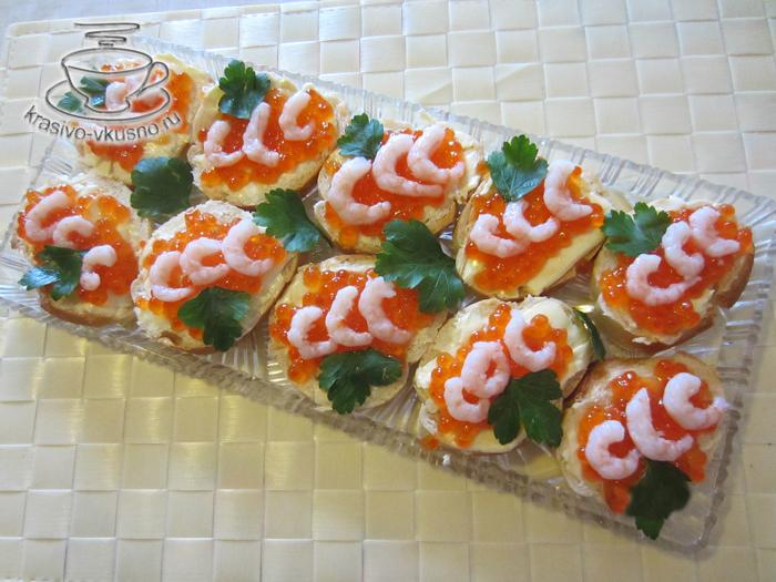 Праздничные бутерброды из красной икры
