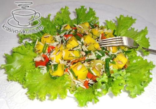 Салат из риса, тыквы, болгарского перца и зелени