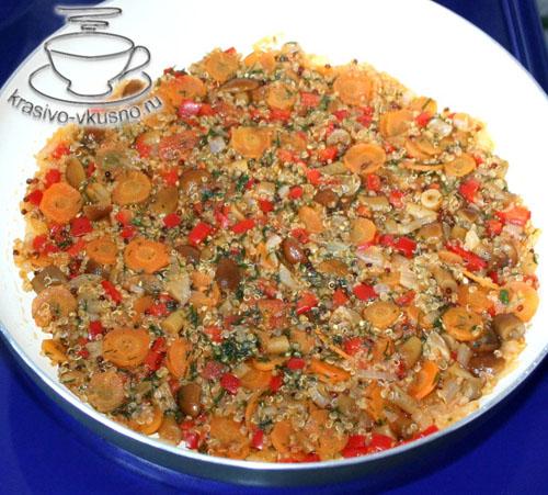 Киноа с овощами и грибами в рисовых корзиночках