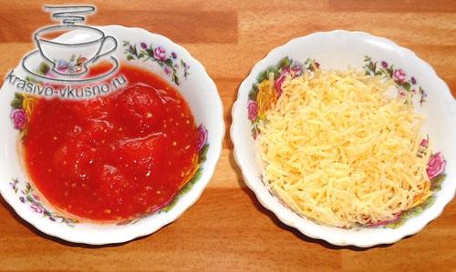 Закуска из лапши с овощами, грибами и сыром