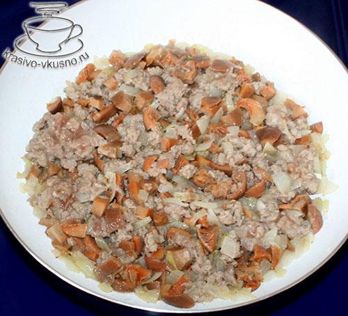Капустный пирог с мясом и грибами