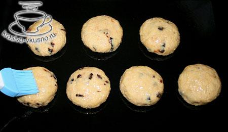 Пшенные булочки с черносливом.