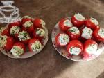 Фаршированные помидоры с сыром и яйцом.