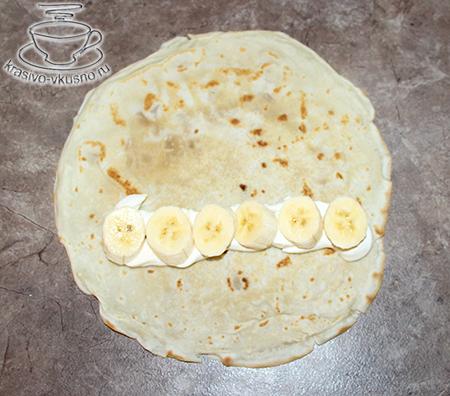 Блины со сливками и бананами.
